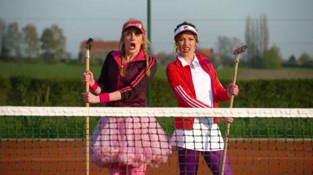 Les Poufs font du tennis