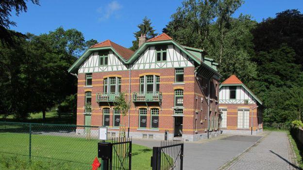 L'Espace de l'Homme de Spy regroupe à la fois le Centre d'Interprétation de l'Homme de Spy et l'Office du Tourisme de Jemeppe-sur-Sambre.
