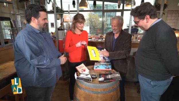 Thierry Bellefroid en compagnie du lecteur de la semaine, Laurent Gerbaud, et des deux chroniqueurs, Michel Dufranne et Fanny Declercq.