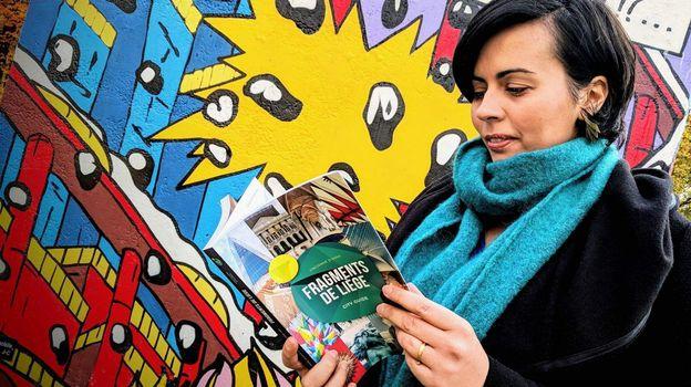 Vincianne d'Anna,l'auteure de ce guide original,y parle surtout de Liégeois amoureux de leur ville. Photo :  Caroline Groutars