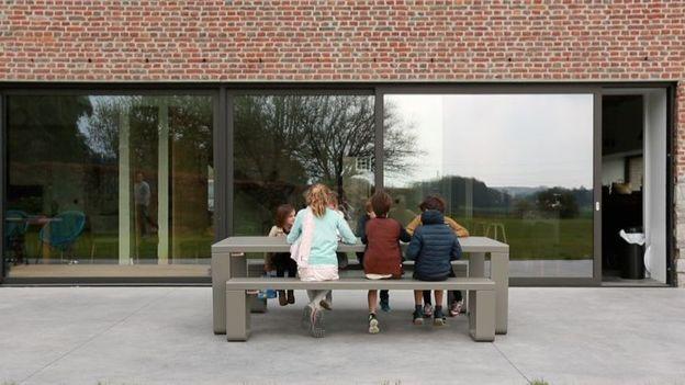 R novation compl te d une maison de caract re pour famille nombreuse braine l 39 alleud rtbf - Emission americaine renovation maison ...