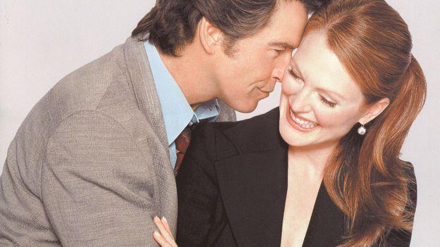 """""""Une affaire de cœur"""" : Pierre Brosnan et Julianne Moore se marient avant de tomber amoureux !"""