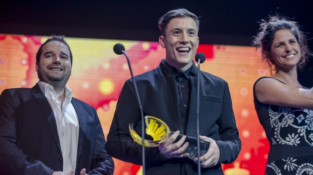 Loïc Nottet lors des D§bels Music Awards avec Cyril et Sara