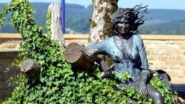 """Résultat de recherche d'images pour """"florenville sculptures photos"""""""