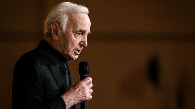 Charles Aznavour décédé : la RTBF lui rend hommage sur La Une !