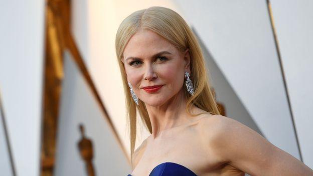 Nicole Kidman surprend des touristes avant la cérémonie des Oscars
