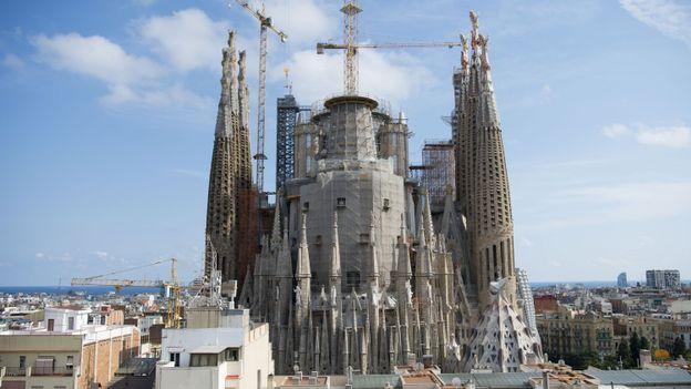 A l'image de la Sagrada Familia, le travail ne manque pas à Barcelone.
