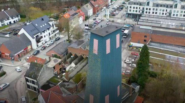 Construite en 1928 et rénovée en 1998, cette tour étonnante, aujourd'hui propriété communale, située près du site des anciennes papeteries, abrite les 2 dernières perches couvertes de Wallonie où l'on pratique le tir à l'arc sur perche verticale.