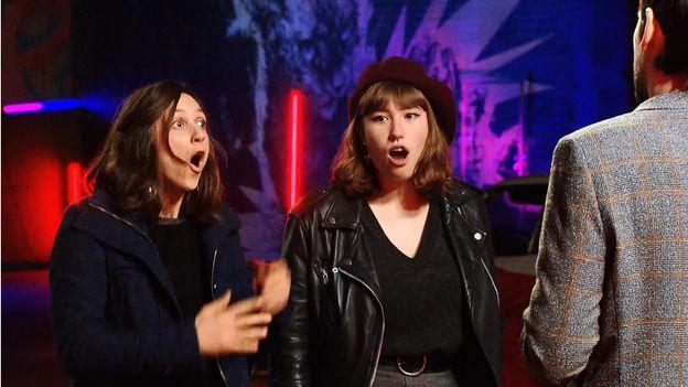 The Voice Belgique : Matthew piège Charlotte et Sophie sur son choix de chanson !