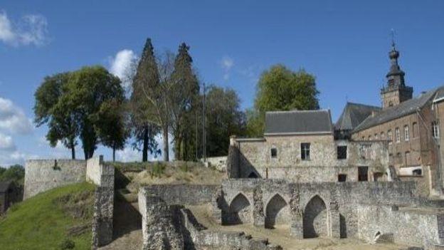 Le Beffroi et les vestiges du Palais de Marie de Hongrie à Binche