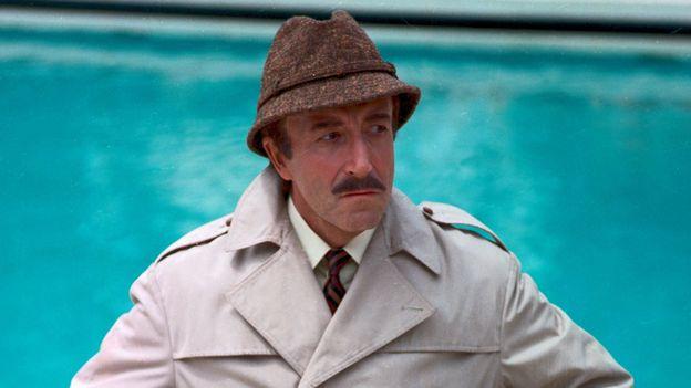 """Peter Sellers, l'un des plus grands acteurs comiques de sa génération, dans le rôle de l'inspecteur parisien Jacques Clouseau dans """"Le retour de la Panthère rose"""""""