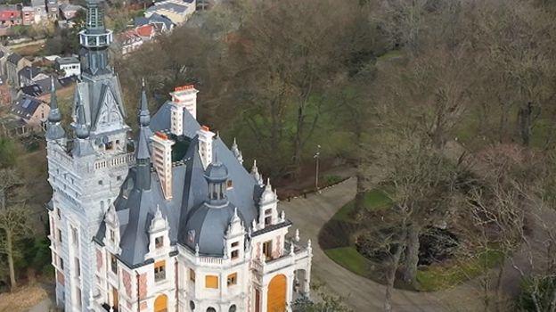 Le château Le Fy (classé en 1987) est situé en surplomb du village d'Esneux et domine la vallée et le pont sur l'Ourthe