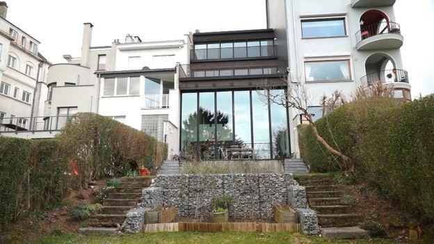 r novation profonde d 39 une maison bruxelloise ouverte sur l 39 ext rieur rtbf une brique dans le. Black Bedroom Furniture Sets. Home Design Ideas