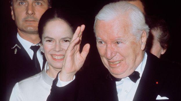 Charlie Chaplin et son épouse Oona en 1971.