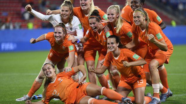 Les Néerlandaises savourent leur victoire.