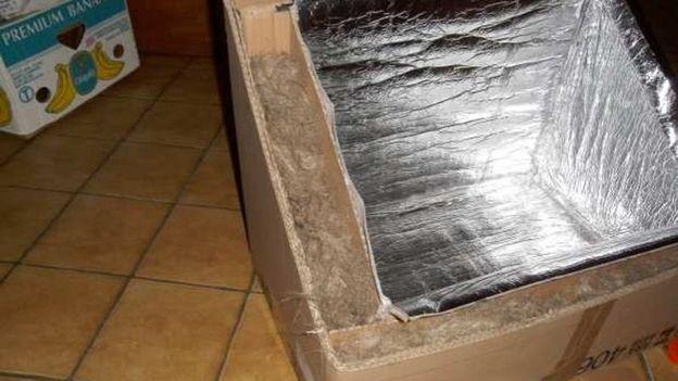 Isoler l'espace entre les deux boîtes et tapisser l'intérieur d'aluminium