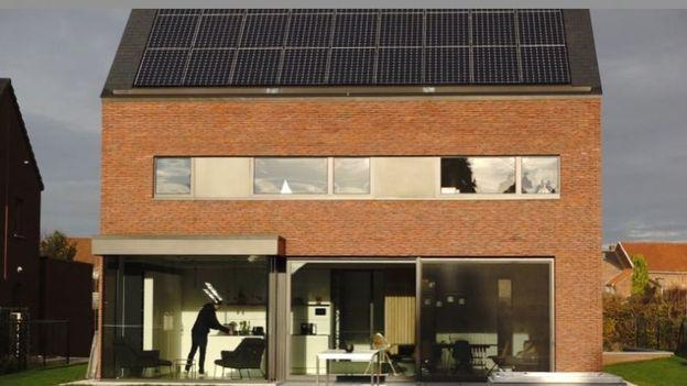 Nouvelle maison contemporaine très économe en énergie