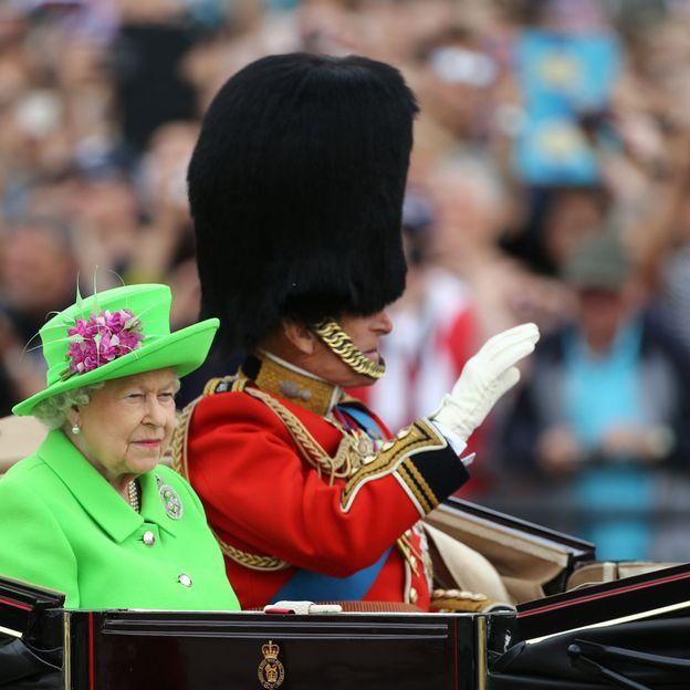 """""""Trooping the colour"""" sur La Une : la fête de Reine d'Angleterre pour consoler les Britanniques"""
