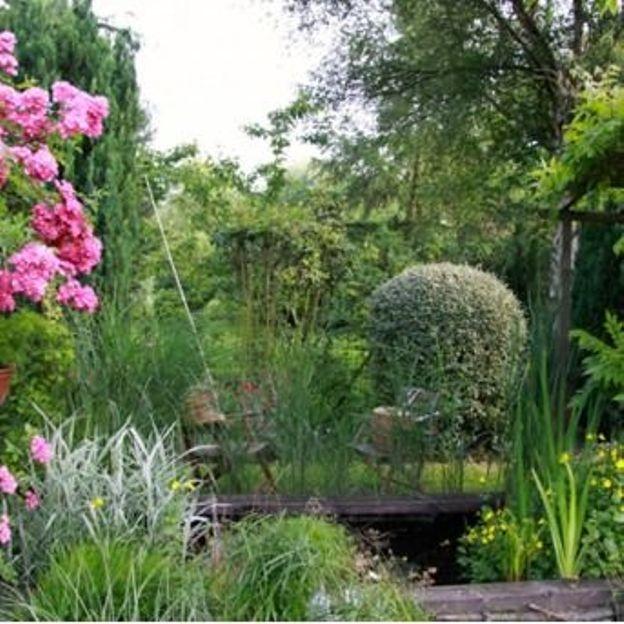 Le chemin du jardin fleuri dans le Nord-Pas-de-Calais - RTBF Jardins ...