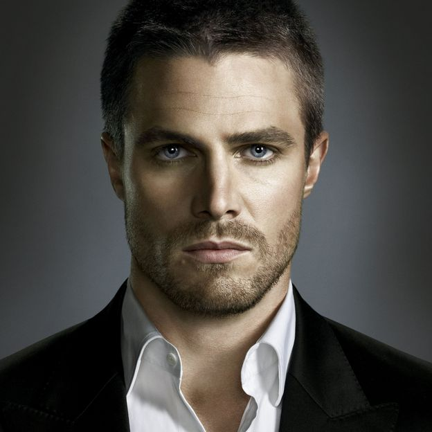 Stephen Amell alias Oliver Queen