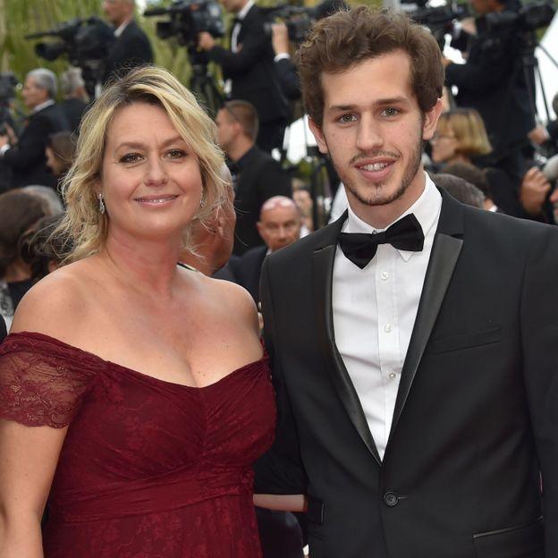 Victor aux côté de sa mère Luana Tenca.