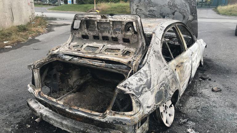 mouscron: 7 voitures immatriculées en france incendiées ce mardi soir