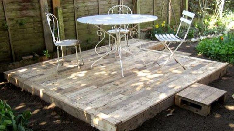 Comment construire sa terrasse avec du bois venant de palettes