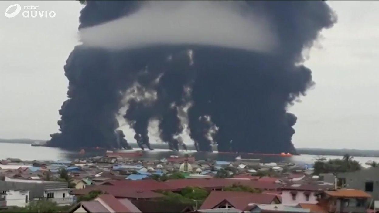 Indonésie: une impressionnante nappe de pétrole souille 60 kilomètres de côtes à Bornéo