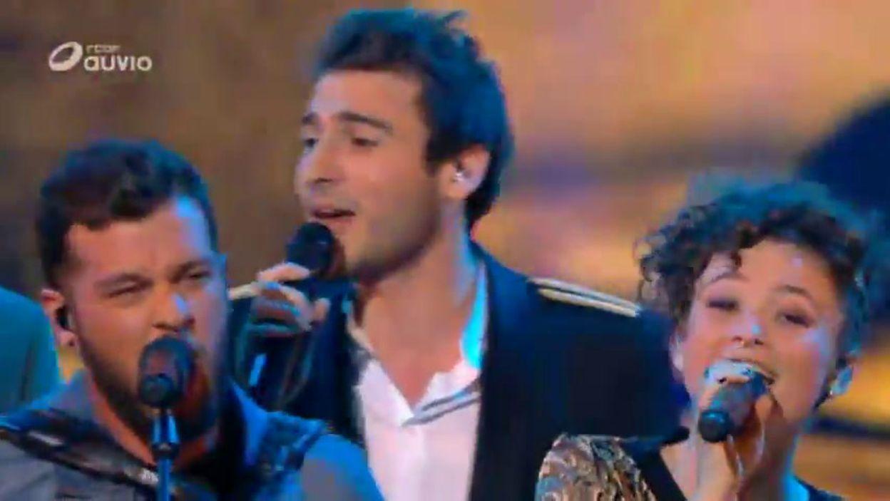Claudio Capéo et les Finalistes - 'Un homme debout'