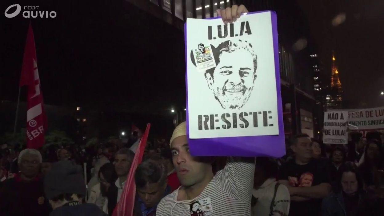 Brésil: manifestation de supporters de l'ex-président Lula dans les rues de Sao Paulo
