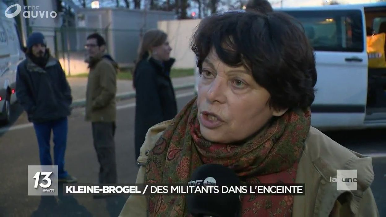 Des militants et des parlementaires bloquent la base de Kleine-Brogel