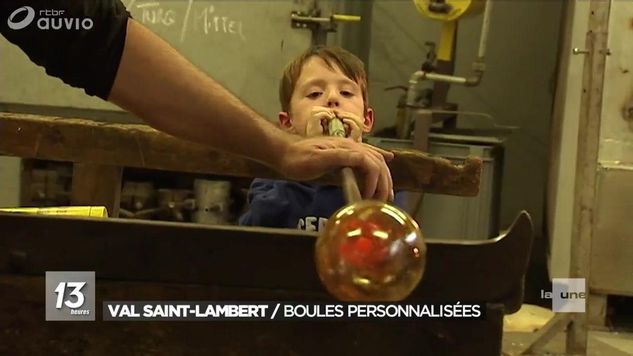 Des boules de noël en verre personnalisées