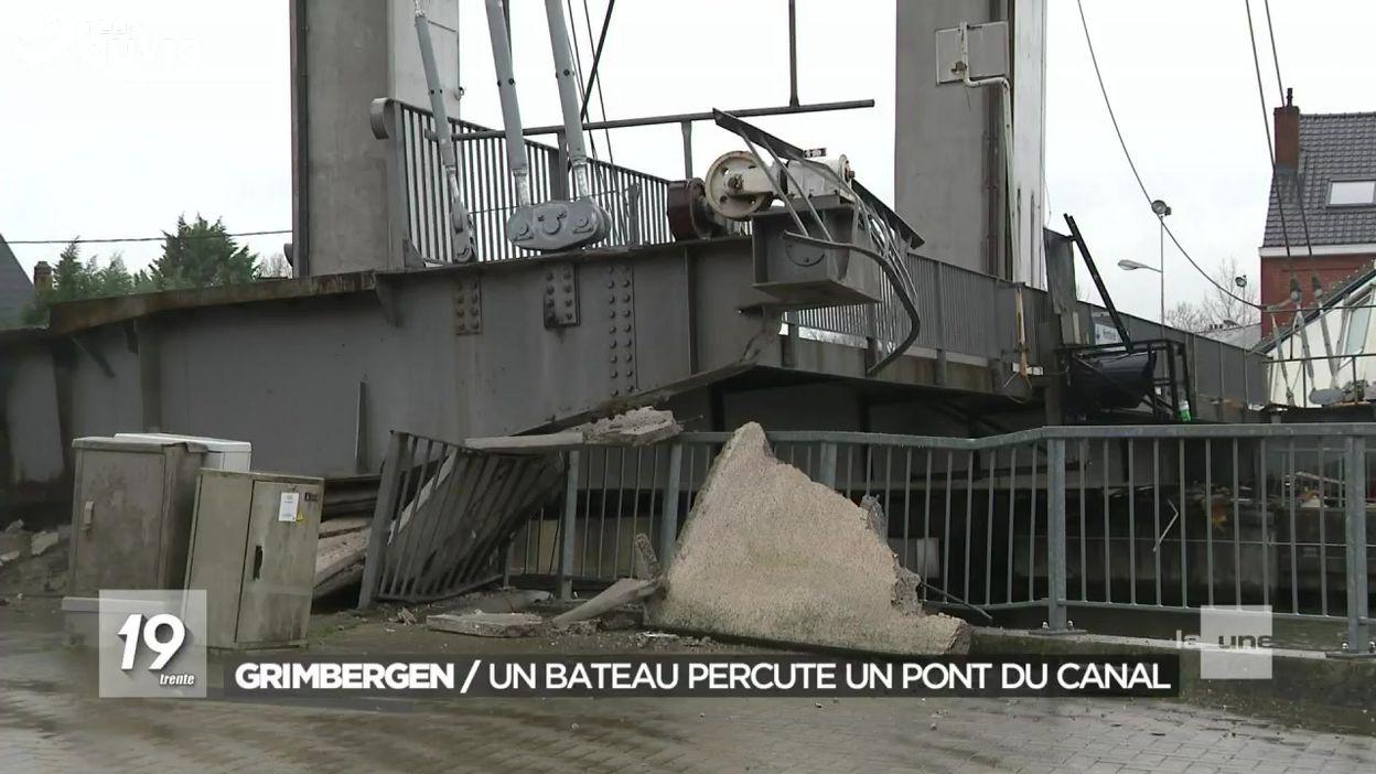 Accident entre un bâteau et le pont sur le canal à Grimbergen