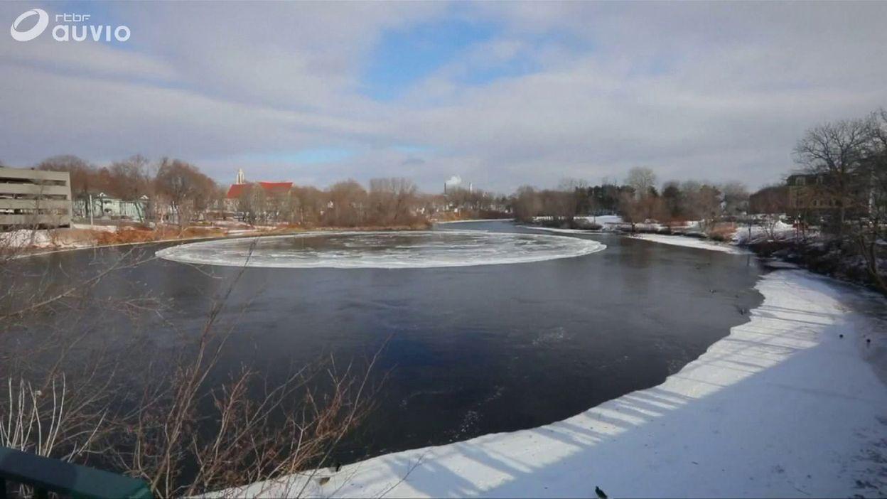 Etats-Unis: un étonnant disque de glace géant se forme dans une rivière du Maine