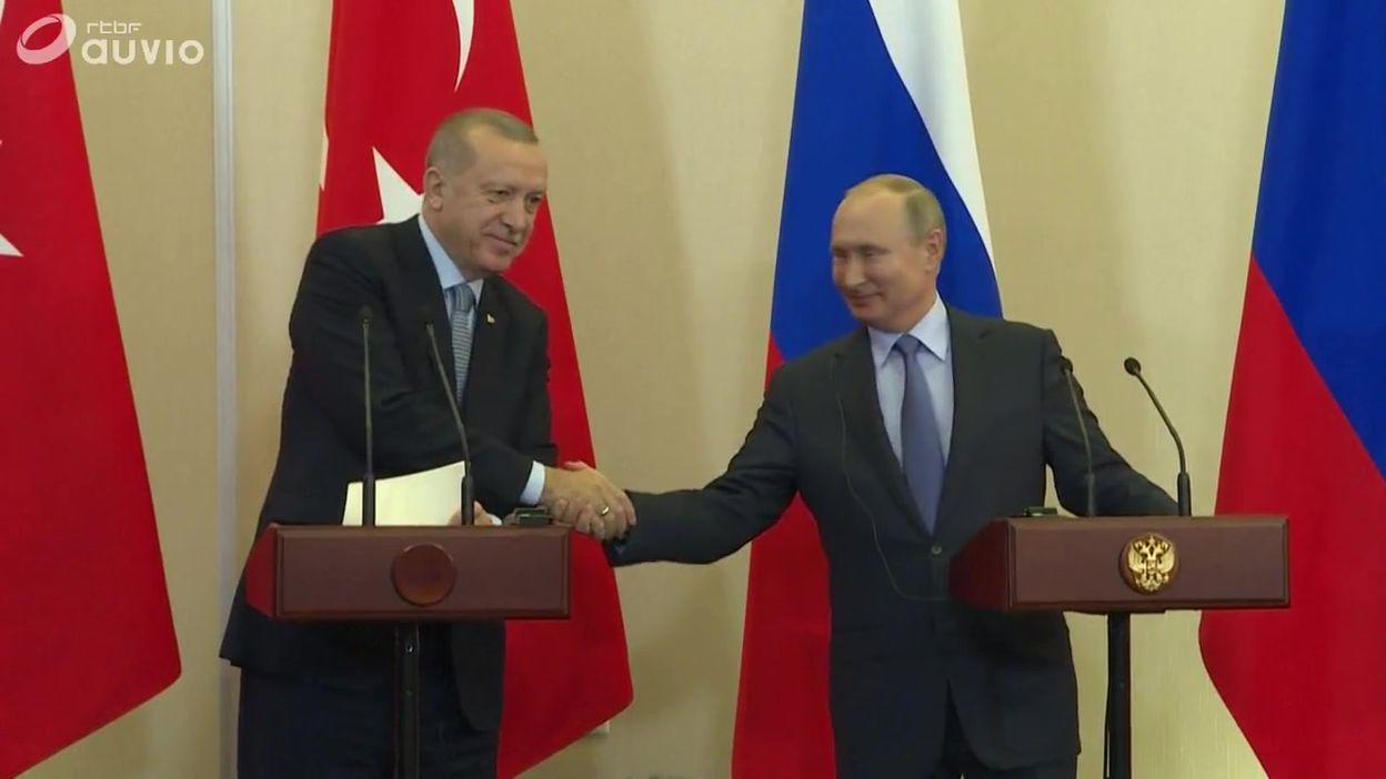 Erdogan et Poutine s'accordent sur un contrôle de la frontière syrienne et un retrait kurde, à Sotchi