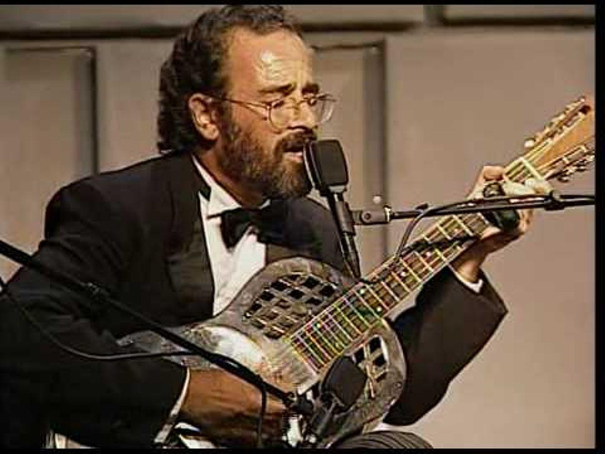 Bob Brozman plays