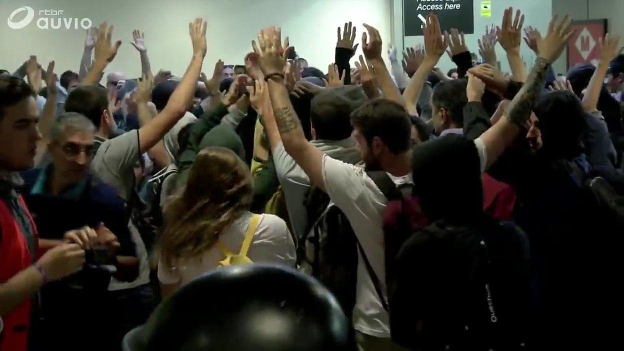 Condamnations Catalogne: heurts entre manifestants à l'aéroport de Barcelone et à la gare de Gérone