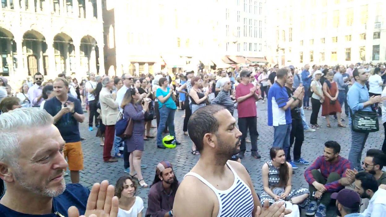 Hommage à Maurane sur la Grand-Place de Bruxelles