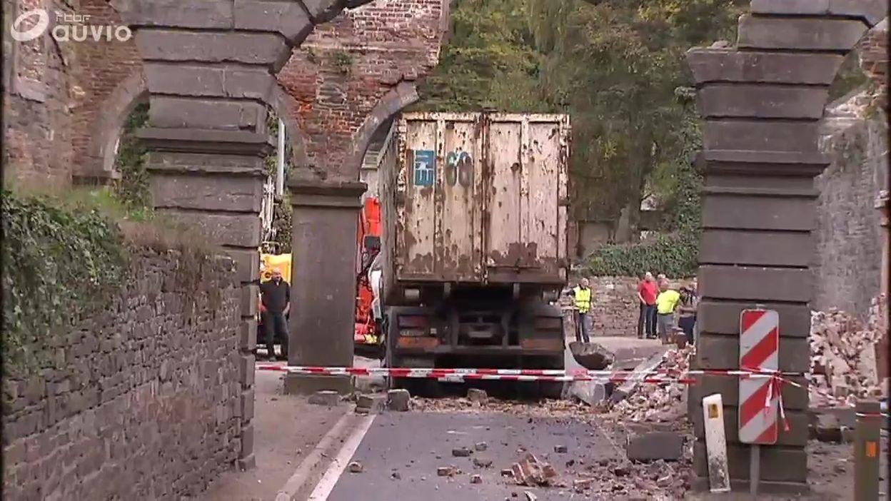 Archives: un poids lourd percute une arche de l'abbaye de Villers-la-Ville (JT 21/10/13)