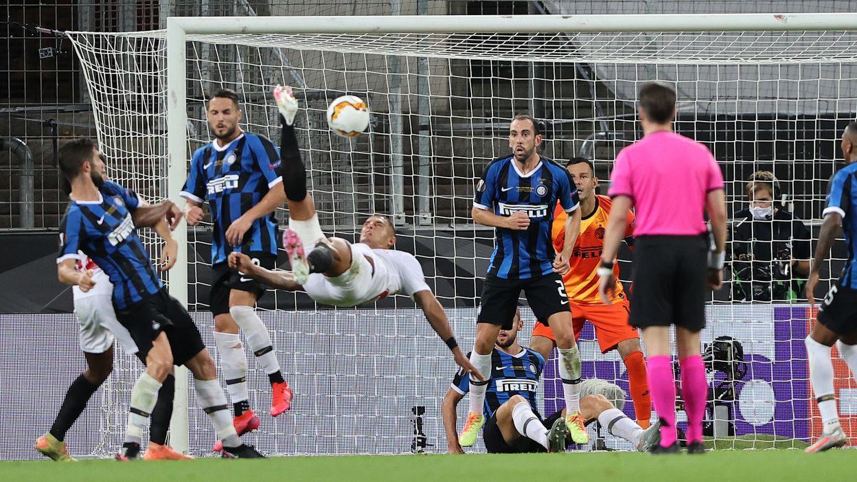 3-2 : But contre son camp de Lukaku sur un retourné de Diego Carlos