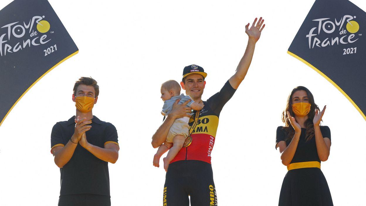 La belle émotion de Wout van Aert sur le podium des Champs Elysées