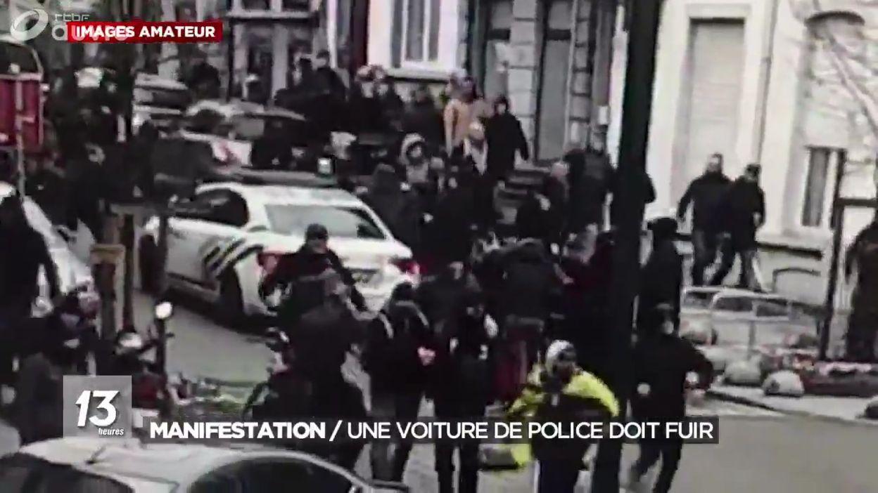 Manifestation : une voiture de police doit fuir