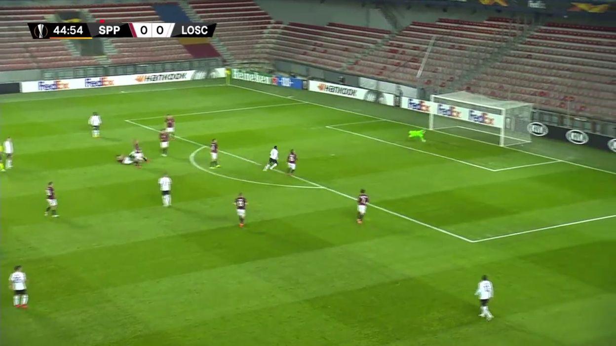 Superbe but à distance de Yazici contre le Sparta Prague