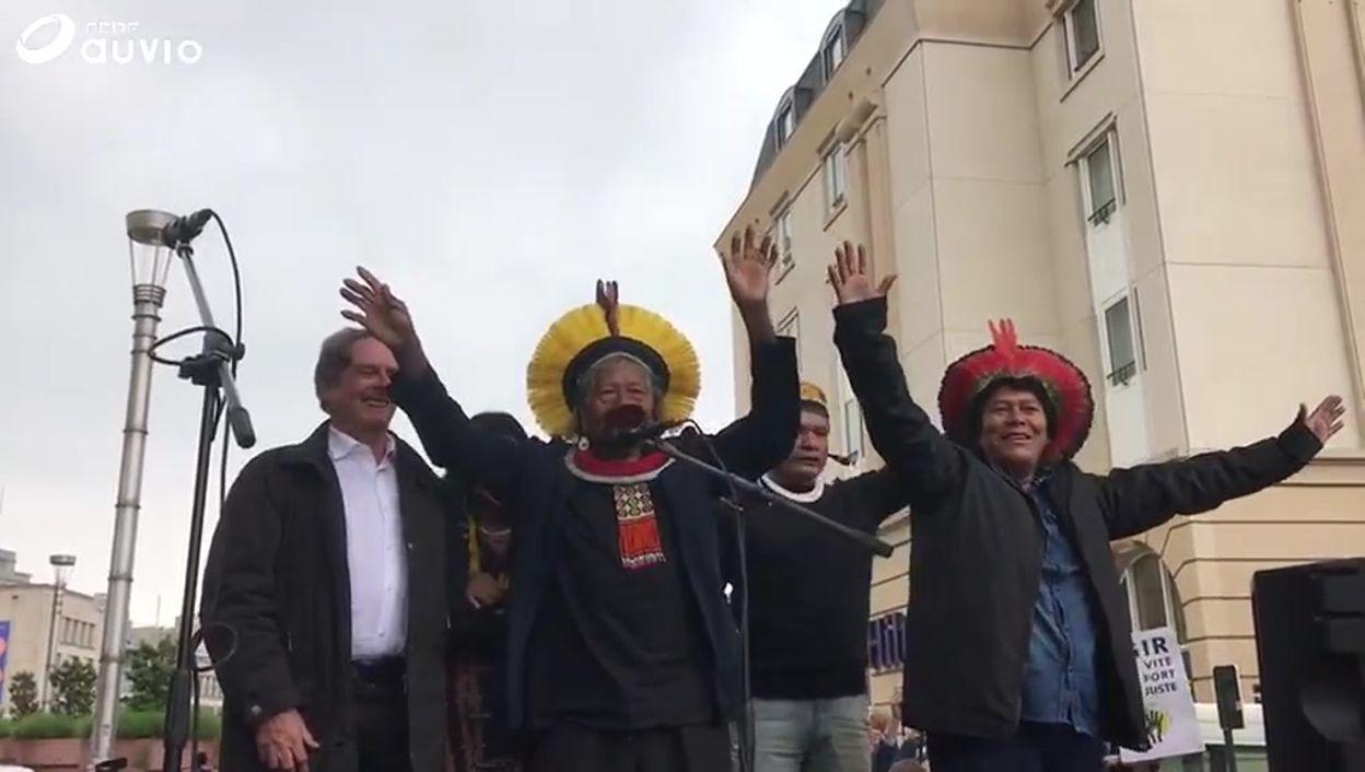 Le chef indigène Raoni s'exprime à la marche des jeunes pour le climat