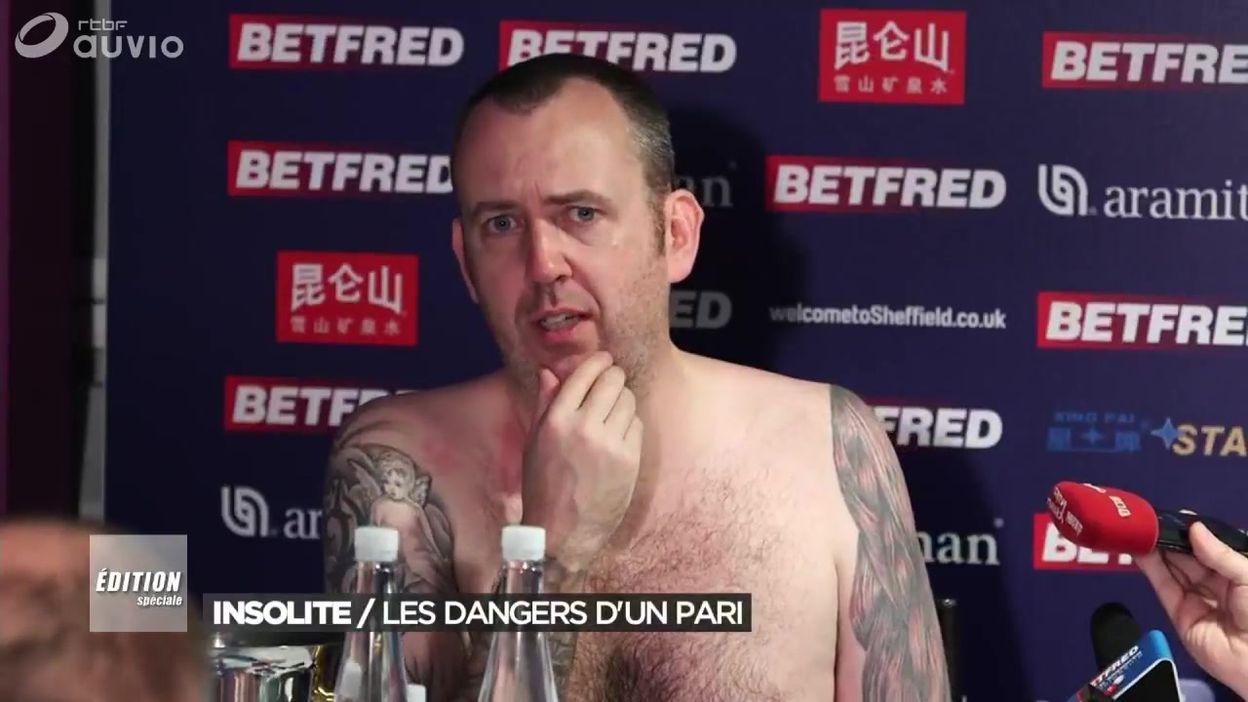 Insolite : un champion de snooker se présente nu devant les journalistes