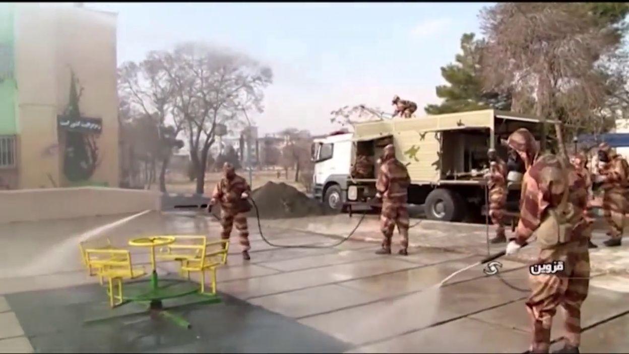 Le coronavirus en Iran: l'armée désinfecte les rues et lieux publics
