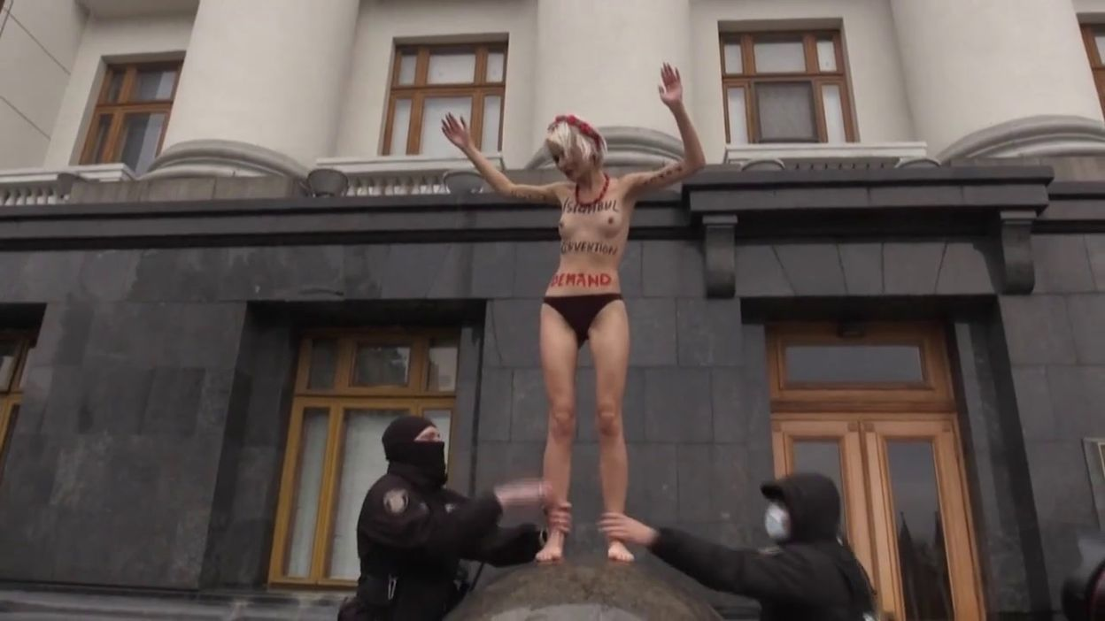 Ukraine: des Femen manifestent pour protester contre les violences faites aux femmes