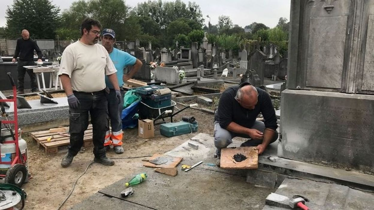 Rénovation de stèles au cimetière de Vaux ancien