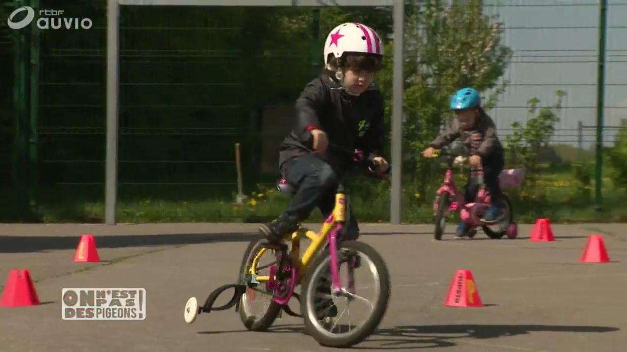 Rouler à vélo avec des stabilisateurs flexibles: l'invention belge