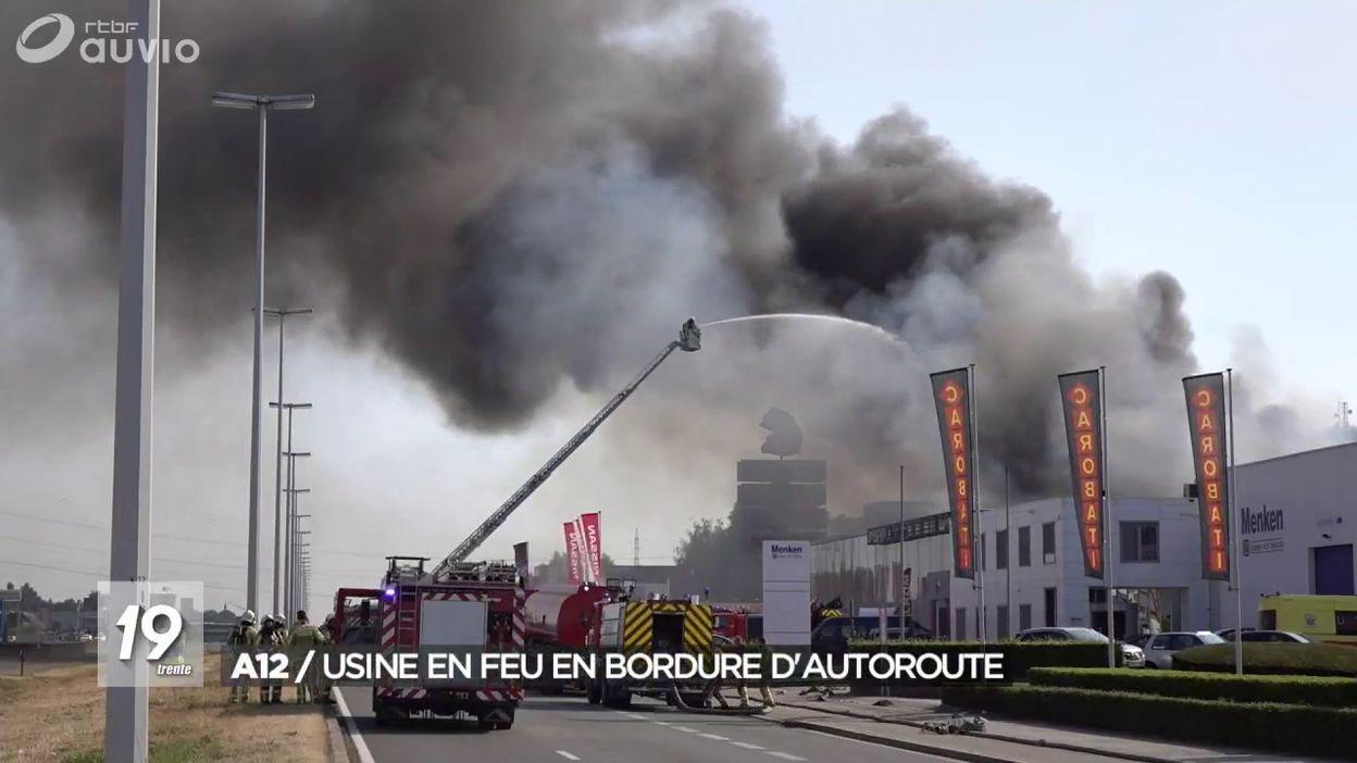 A12 : une usine en feu en bordure d'autoroute
